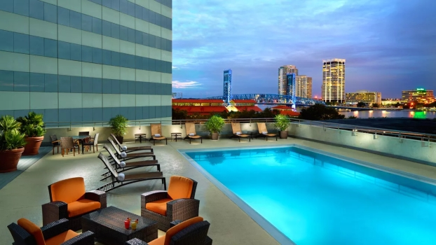 jaxjax-omni-jacksonville-hotel-pool